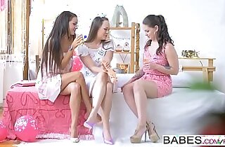 Babes Blue Angel, Clea Gaultier Babes loves Bachelorettes