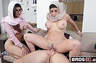 Muslim Refugees Stepmom Stepdaugher FFM 3Some Julianna Vega, Mia Khalifa
