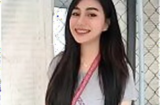 Teen Filipina gone viral online
