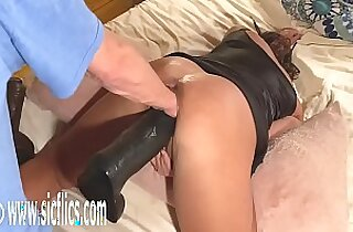 Double Fisting and Dildo Fucking MILF gets her Pussy
